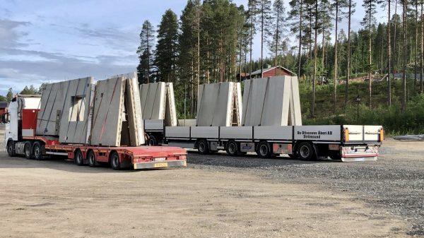 2020-07-01  Idag anlände de prefabricerade betongväggarna som kommer att utgöra plan 1.