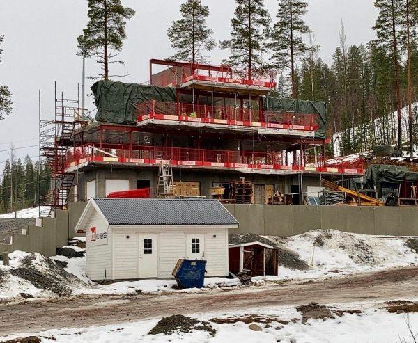 2020-10-29 Montage av fasadväggar igång