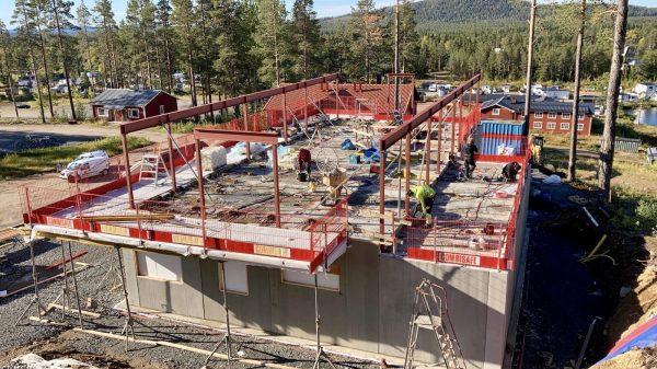 2020-09-10  Balkonger och stålbalkar monterade på plan 2.